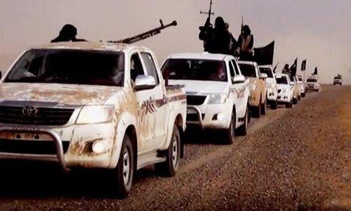 Боевики ИГИЛ на пикапах TOYOTA